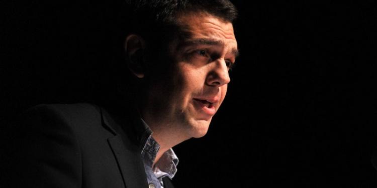 """Alexis Tsipras, Vorsitzender der griechischen Oppositionspartei SYRIZA, spricht am 13.01.2013 in Berlin. Beim """"Politischen Jahresauftakt der Linken"""" stimmte er und weitere Vertreter der Linken die 800 Gäste auf die anstehenden Wahlen ein. Foto: Paul Zinken/dpa  +++(c) dpa - Bildfunk+++"""